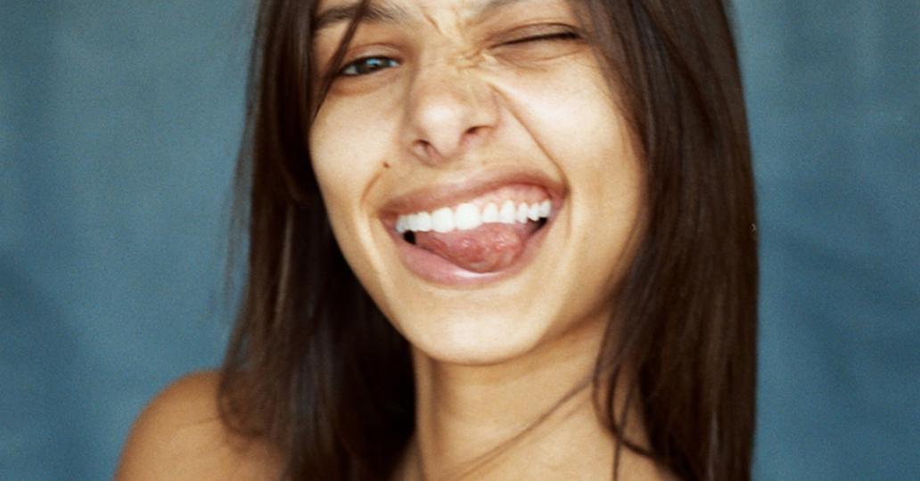 Des dents blanches grâce au charbon végétal