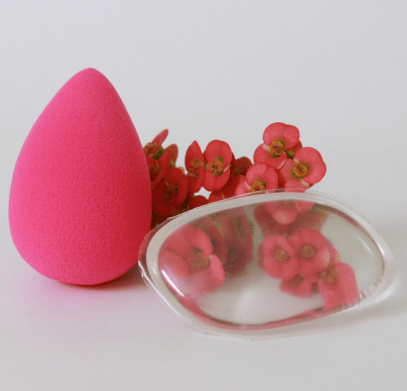 Photo représentant éponge maquillage Beautyblender Original et Silibeauty