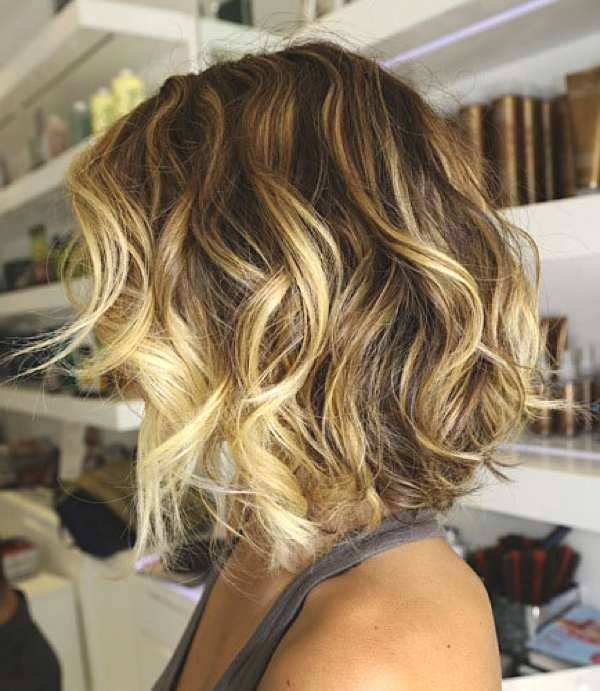 Photo cheveux courts balayage